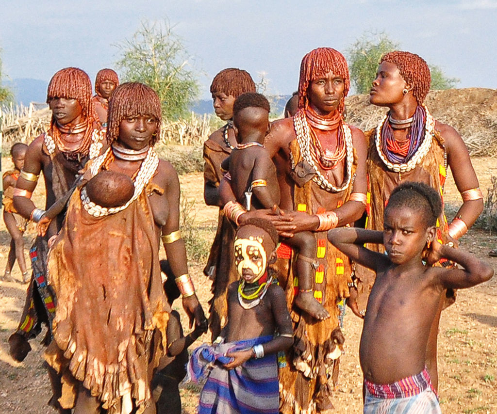 By Rod Waddington from Kergunyah, Australia (Hamer Tribe, Turmi, Ethiopia Uploaded by russavia) [CC BY-SA 2.0 (http://creativecommons.org/licenses/by-sa/2.0)], via Wikimedia Commons